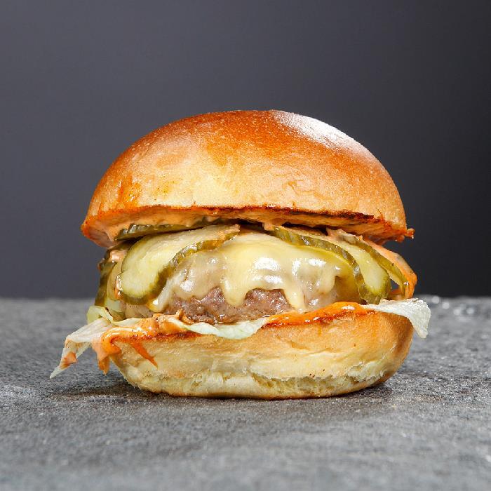 Класически чийзбургер
